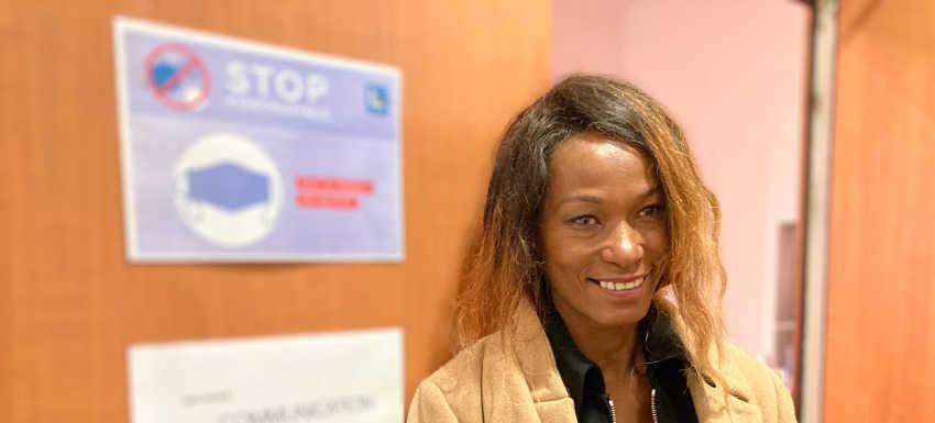 Angélique Twagilimana est tout sourire en sortant de l'une des salles de l'Ibis Houdemont