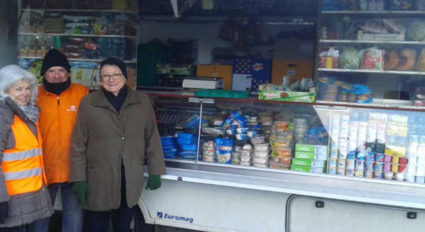 Bénévoles de la Banque Alimentaire autour du Cabas