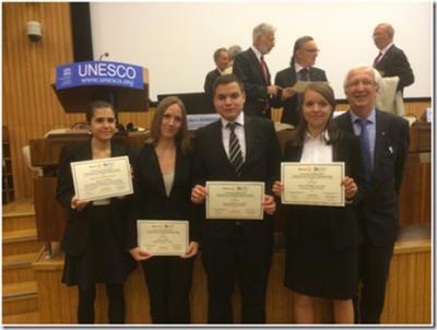Remise d'un prix de l'Ethique professionnelle à l'Unesco